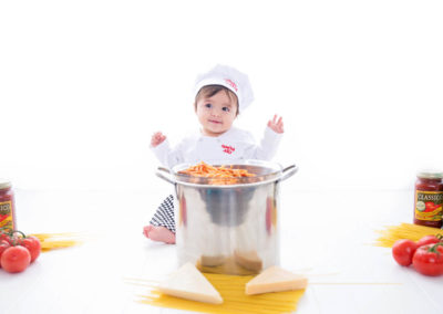 puyallup child photographer children one year spaghetti smash cake grow with me studio simple-23