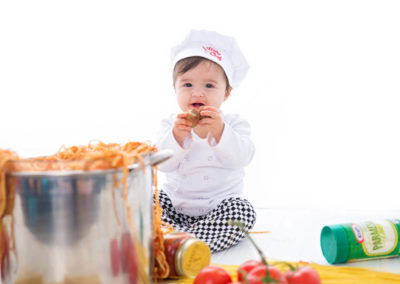 puyallup child photographer children one year spaghetti smash cake grow with me studio simple-34