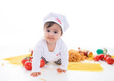 puyallup child photographer children one year spaghetti smash cake grow with me studio simple-40