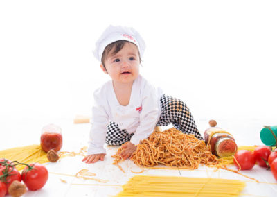 puyallup child photographer children one year spaghetti smash cake grow with me studio simple-41